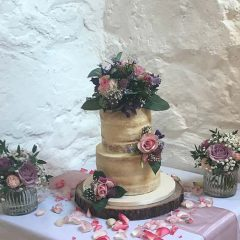 SEMI-NAKED-FLORAL-WEDDING-CAKE