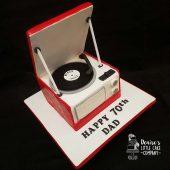 Vintage-record-player-cake