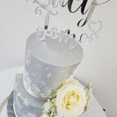 Winter-white-marble-wedding-cake
