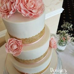 simple-&-sugar-flower-wedding-cake